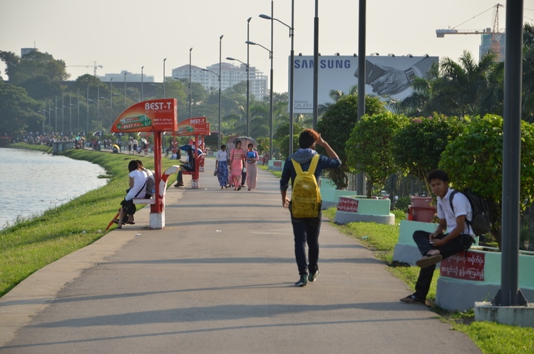 The embankment by the Inya Lake has a lot of benches, but they are mostly occupied by young couples