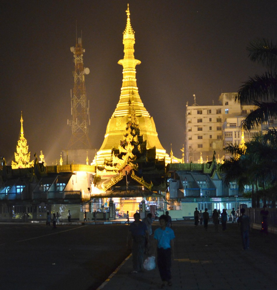 Sule pagoda by night
